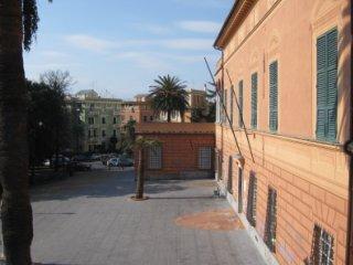 La villa sede della succursale di Pegli, vista di lato